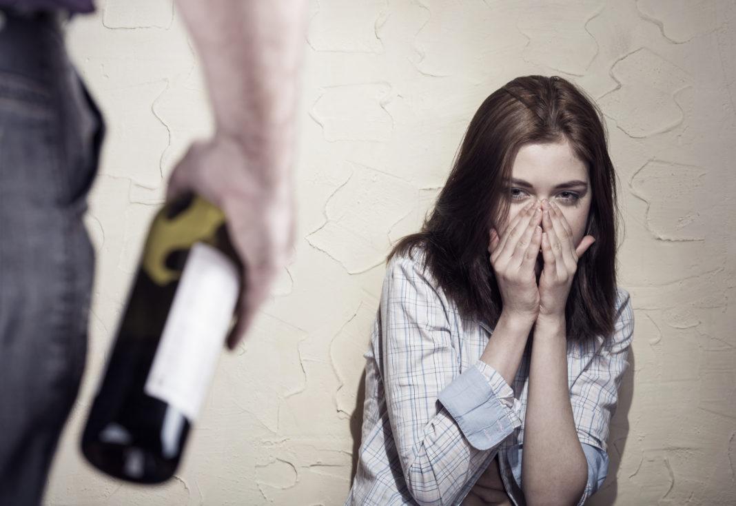 Что делать, если в семье алкоголик, наркоман, игрок?