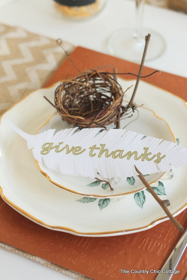 Paper Feathers - Here are 20 Fall Paper Crafts to enjoy with your friends and family. Fall Home Decor, Fall and Thanksgiving Handmade Cards, Fall Printables, Kids' Crafts leaves, pumpkins, feathers, and so much more!
