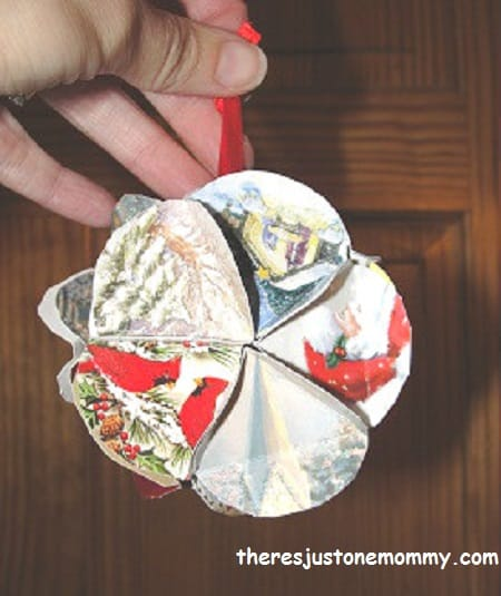 Christmas card ornament - Here are more than 30 Christmas Paper Crafts for you to try this season. There are handmade Christmas Cards, decorations, Christmas ornaments, Gift wrapping ideas, gift tags, and printable Christmas decor. So many great ideas!