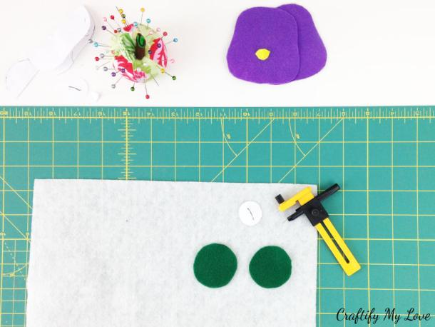 cutting wings for your owl bookmark using compass circle cutter