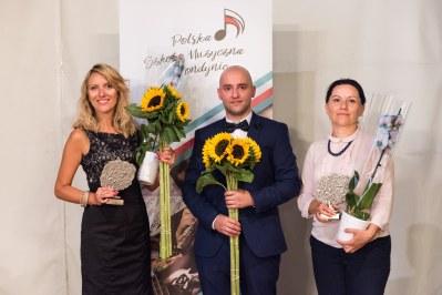 Grono pedagogiczne, od lewej: Milena Dobrzycka (sekcja skrzypiec), Piotr Misztal (dyrektor szkoły) oraz Joanna Nawrocka - Laboga (sekcja rytmiki)