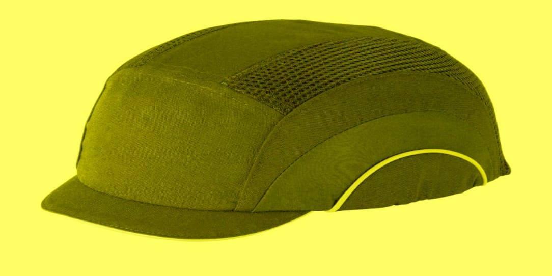 Предпазната шапка не заменя каската
