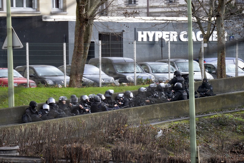 TOPSHOTS-FRANCE-ATTACKS-CHARLIE-HEBDO-SHOOTING