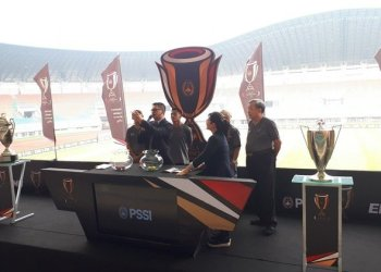 jawapos.com Suasana drawing Piala Indonesia 2018 dipimpin Ketua OC Iwan Budianto.