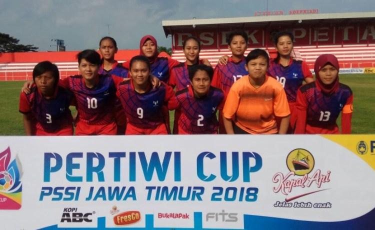 Singhosari Putri menang dalam drama delapan gol saat menghadapi Swiss FC Magetan dalam laga lanjutan Grup C Piala Pertiwi PSSI Jatim 2018. FOTO: ARIF SYAIFUDDIN