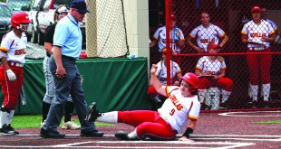 Softball sweeps 2/3 doubleheaders