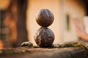 méditation : deux pierres posées l'une sur l'autre