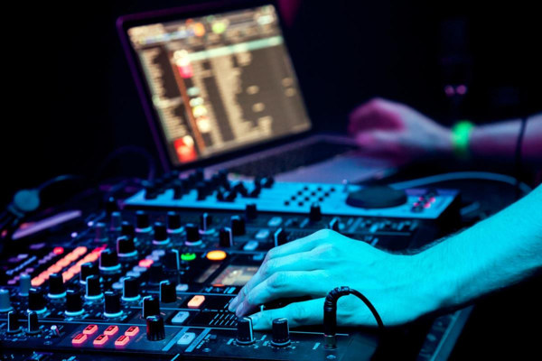 A Brief Story of Electronic Music 1