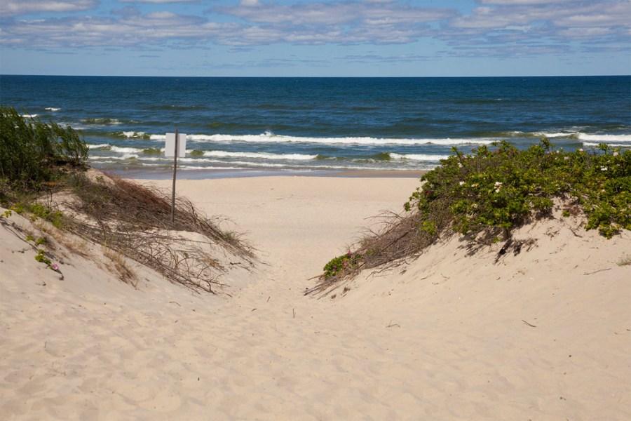 A plaża w Piaskach wygląda tak.