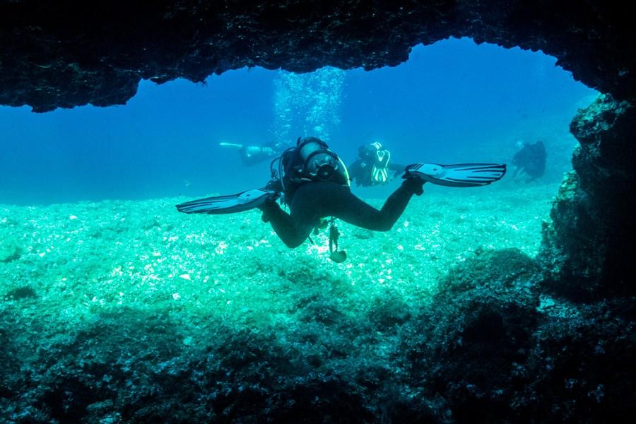 Vis nurkowanie rekreacyjne to także groty i skalne wąwozy