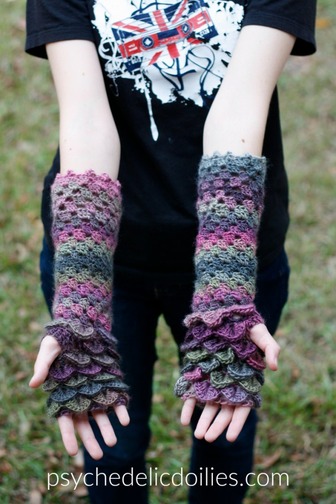 Free dragon glove crochet pattern.