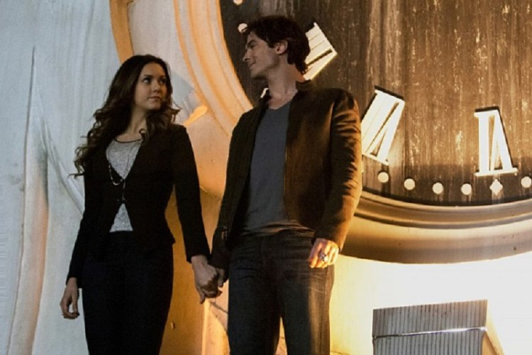 vampire-diaries-620-damon-and-elena-clock-tower