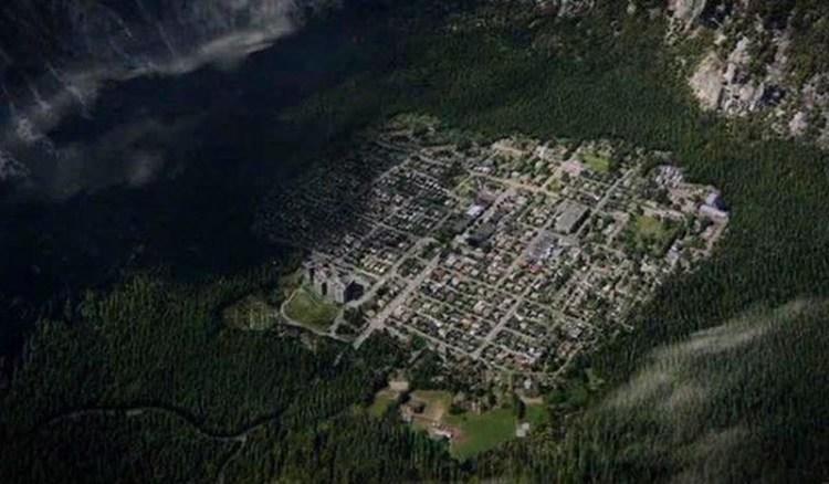 wayward pines 103 valley village