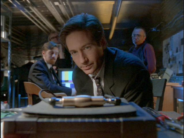 x-files-323-wetwired