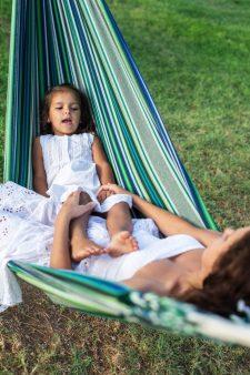 vakantie hangmat moeder dochter