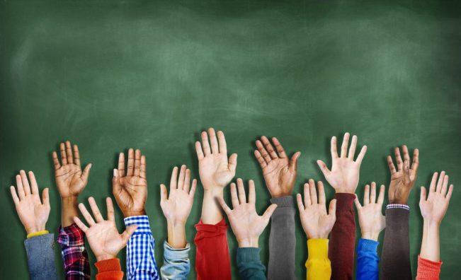 Omgaan met faalangst kind - Handen schoolbord