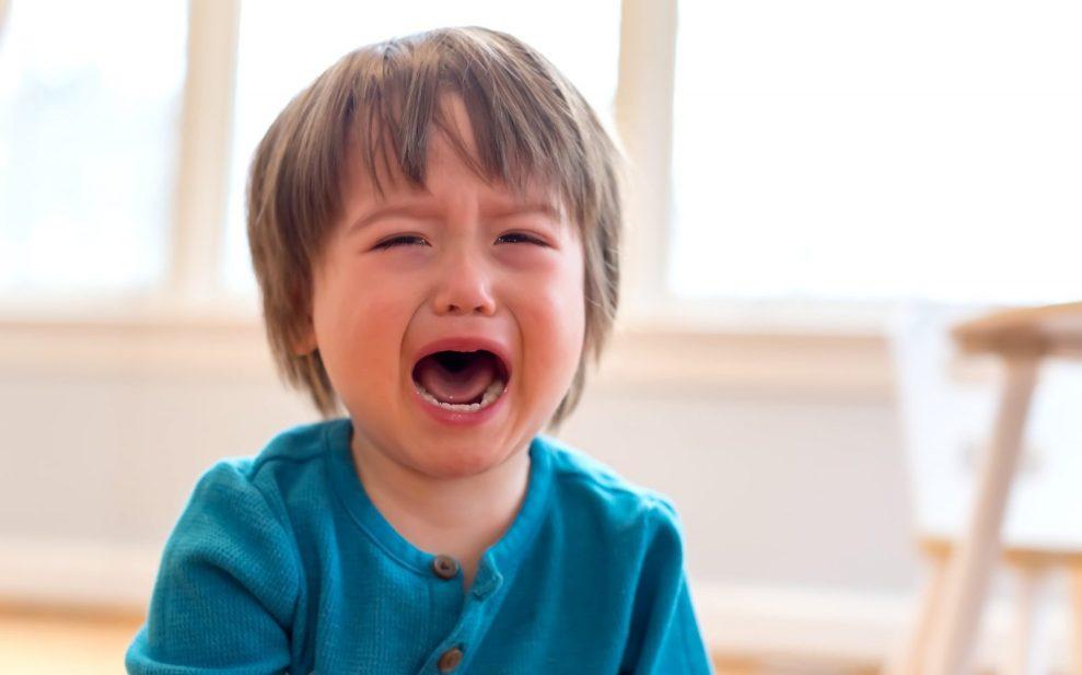 Driftbui peuter huilend omgaan met driftbuien