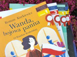 20181011_193557-300x225 Czytam sobie -limitowana seria z kotylionem z okazji rocznicy odzyskania niepodległości przez Polskę!!! EGMONT