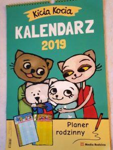 20181215_112411127029456-225x300 Planer rodzinny - Kalendarz z Kicią Kocią 2019 od Media Rodziny