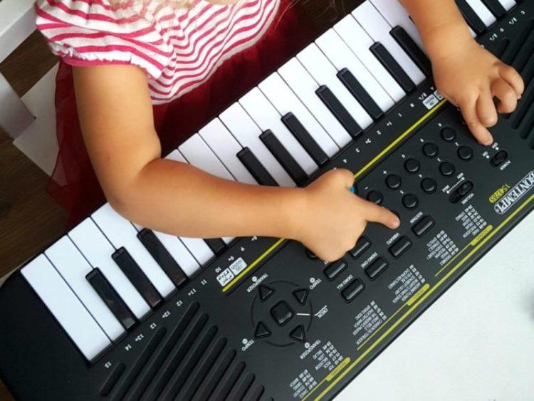20190916_091741746544431-1024x768 Jak wspierać rozwój dziecka przez muzykę część 2? Kiedy warto zacząć naukę gry na pianinie/organach? Bontempi
