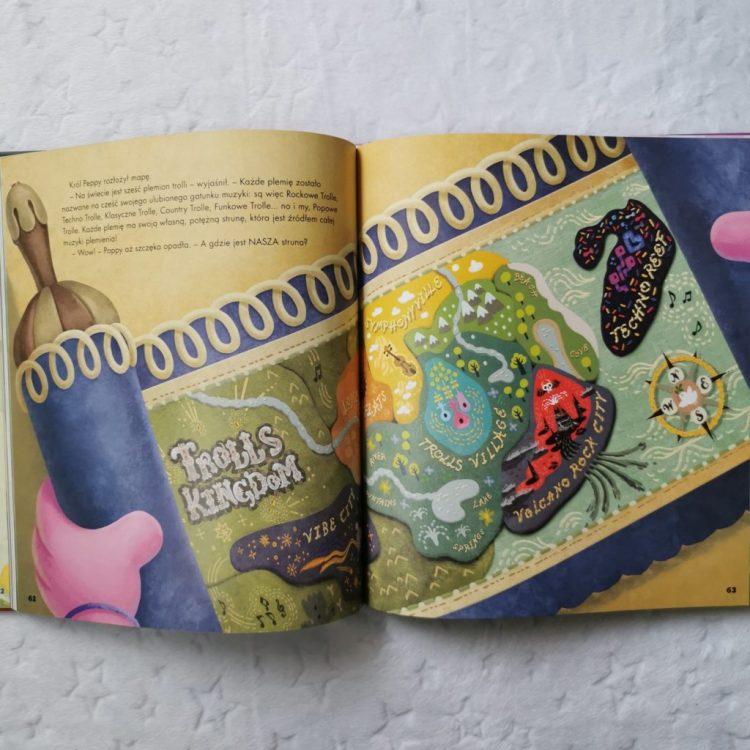 wp-16017615855878875894252587150430-1024x1024 TROLLE 2 – Nowa Kolekcja Bajek, Koloruj i naklejaj, 600 naklejek - HarperCollins Polska-JESIEŃ 2020.