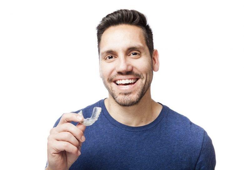 8 Avantages du traitement par gouttières Invisalign 1