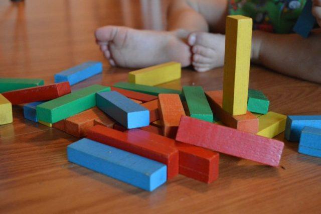 Jouets en bois dans la méthode Montessori 2