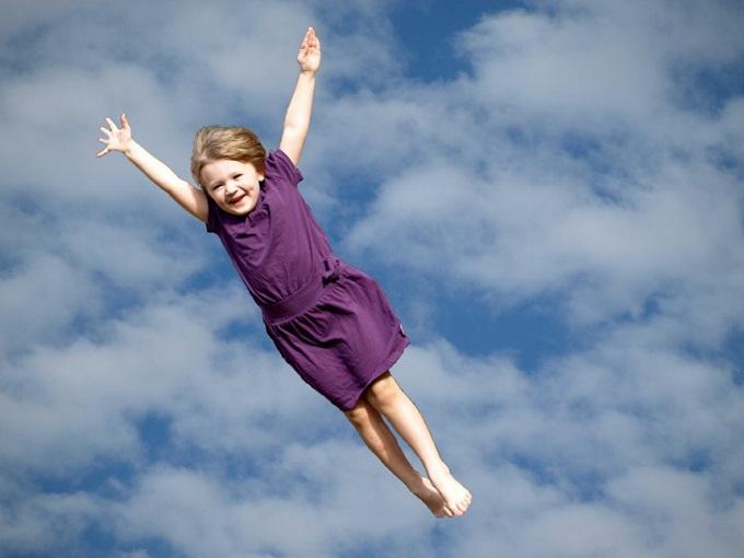 夢占い 空を飛ぶ
