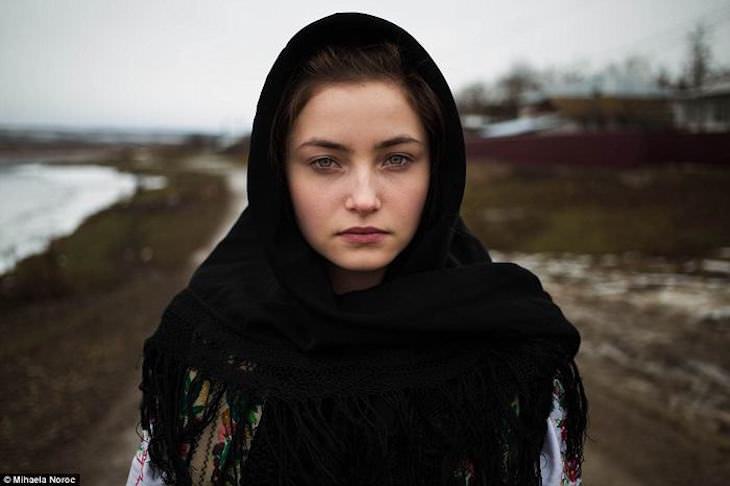 fotógrafa romena mihaela noroc tira fotos de mulheres ao redor do mundo