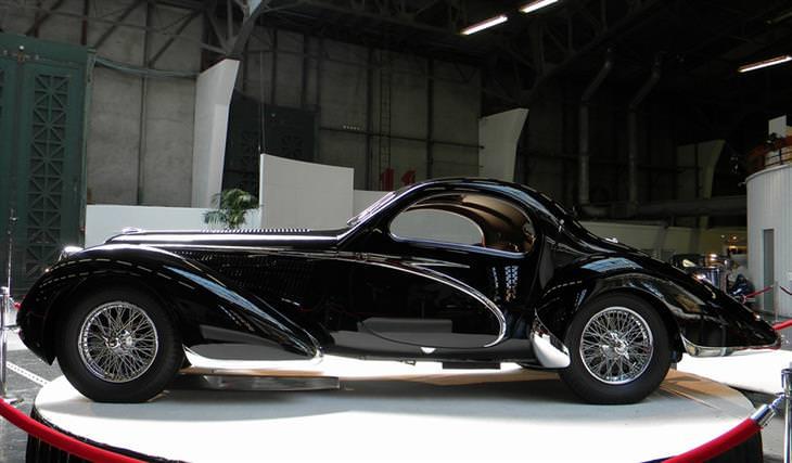 12 carros em estilo art déco