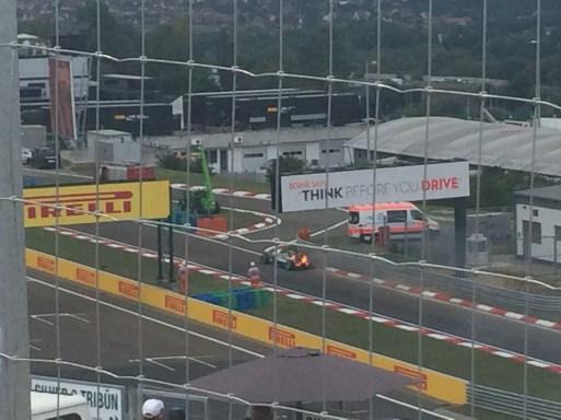 Na qualificação: Hamilton e o carro pegando fogo!