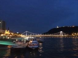 Ponte Elizabeth e Citadella à noite
