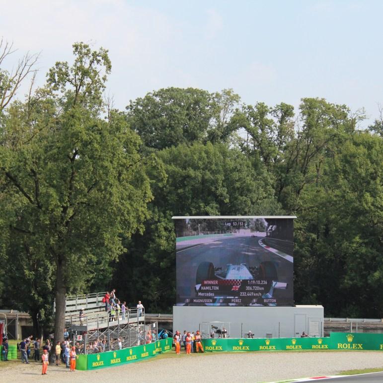 E o vencedor foi: Lewis Hamilton