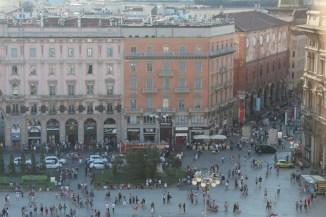 Piazza del Duomo, Milão, Itália. Por Packing my Suitcase.
