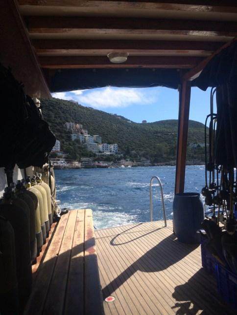 Mergulhando em Kas, Turquia. Por Packing my Suitcase.