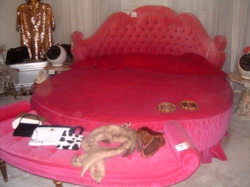 Red Round Bed Vintage