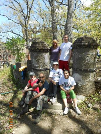 Volunteers at Bannerman Island's I Love My Park Day