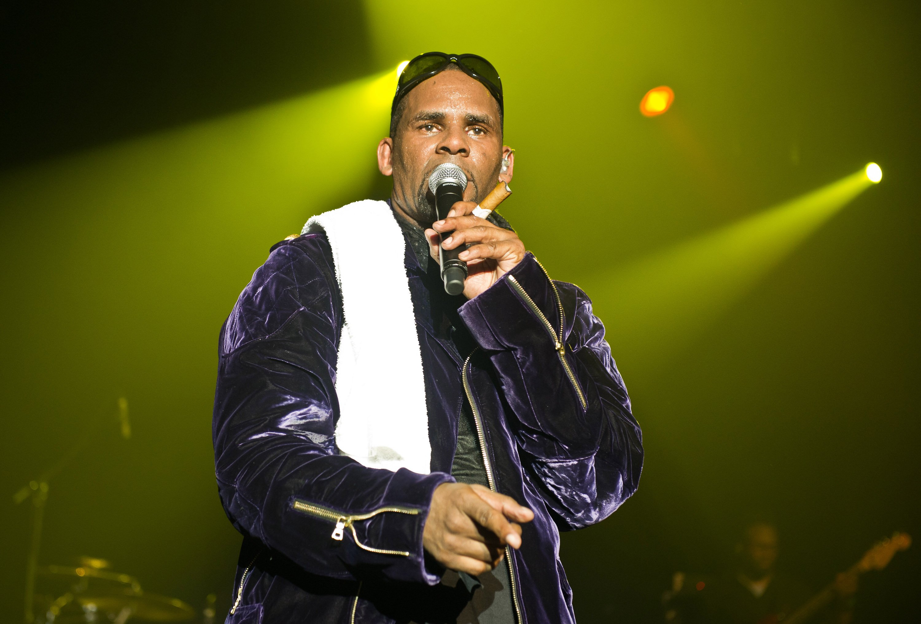 R. Kelly: Thousands sign petition to stop concerts in Germany