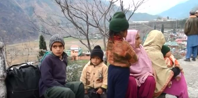 More displaced people arrive at camp in Pakistani Kashmir