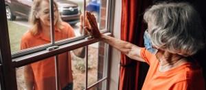 Conmemorando un año difícil para los adultos mayores y sus cuidadores