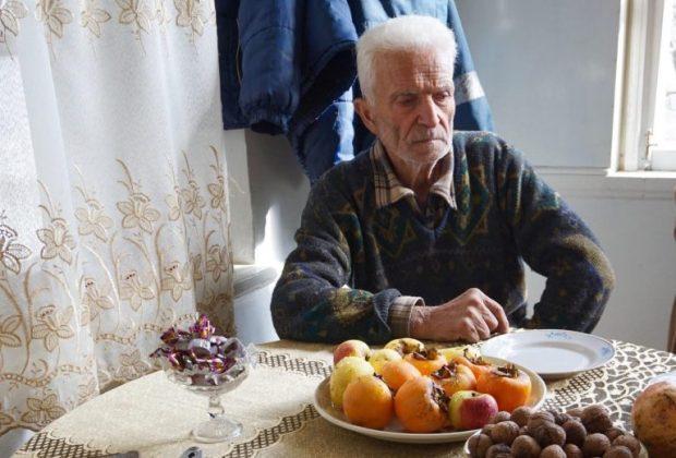 Јерменски ветеран који је преживео Азербејџански Сумгајитски прогон 1988. седи у свом дому у Арцаху.