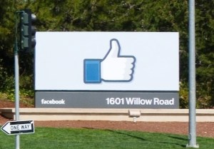 Entrance to Facebook headquarters complex in Menlo Park, California © LPS.1   Wikimedia Commons