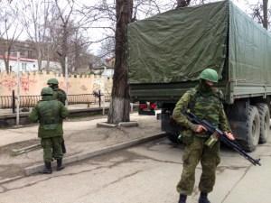 Russian soldiers without insignia Russia guard buildings in the Crimean capital, Simferopol, March 2, 2014. © E. Arrott   voanews.com