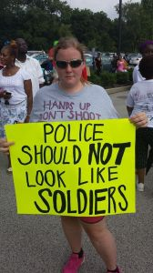 A protestor at a rally in Ferguson on Aug. 17, 2014 © Erinmiran   Wikimedia Commons