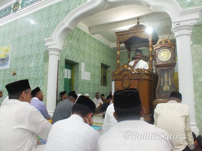 Bupati Buteng H Samahuddin memberikan sambutan pada Safari Ramadan di Masjid Babussalam, Kelurahan Bombonawulu