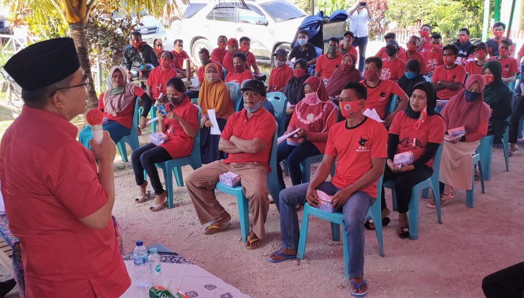 KAMPANYE AHS: Pasangan Calon Bupati dan Wakil Bupati Buton Utara, Abu Hasan-Suhuzu kampanye di Desa Elhaji Kecamatan Kulisusu, akhir pekan lalu. FOTO: MUSRAN/BUTON POS