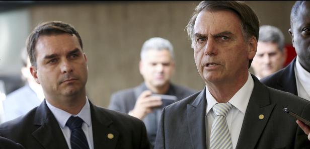 Flavio Bolsonaro e Jair Bolsonaro