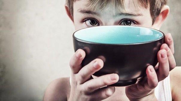 Niedożywienie jest przyczyną ponad połowy wszystkich zgonów dzieci