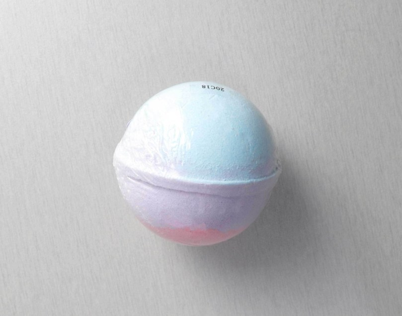 The Village Company Unicorn Beach Bath Bomb`