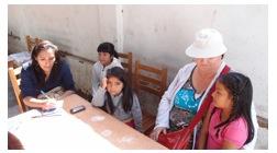 Puente Rundbrief 2013 Gespraech mit Reporterin